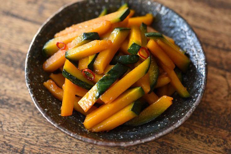 いちばん丁寧な和食レシピサイト、白ごはん.comの『かぼちゃのきんぴらの作り方』を紹介しているレシピページです。甘みの強いかぼちゃをきんぴらにするときは唐辛子やにんにくを加えてピリリと仕上げると、味が引き締まって美味しいと思います。冷蔵庫で3日ほど日持ちするので、ぜひお試しください。