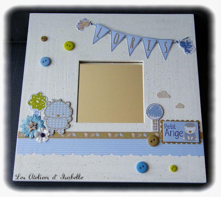 Cadre miroir personnalisé. Cadeau de naissance original. Blanc, bleu, vert et beige. arbre, fleurs, doudou, bannière, boutons