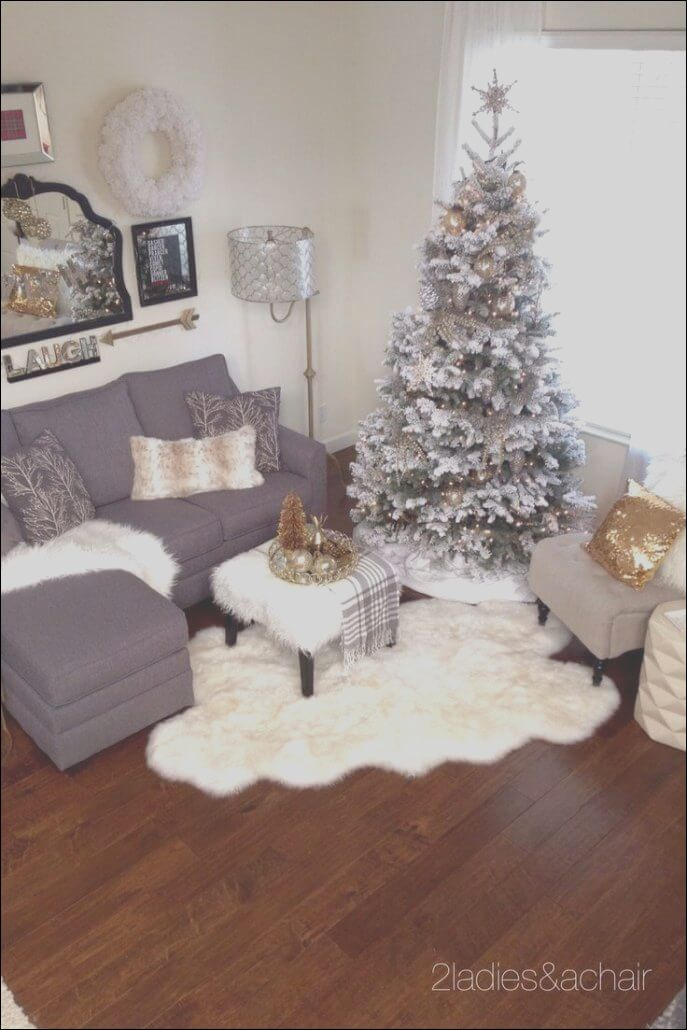 10 Awesome Decorations For Apartments Photos Christmas Decorations Living Room Christmas Apartment Christmas Living Rooms