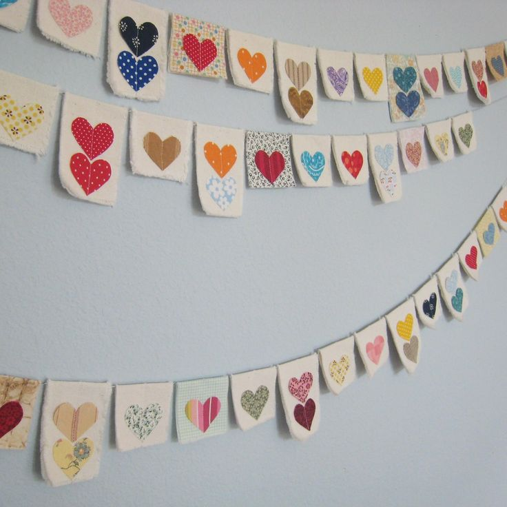 Heart garland (image only). Notice the center stitching on the hearts and the occasional calico background.