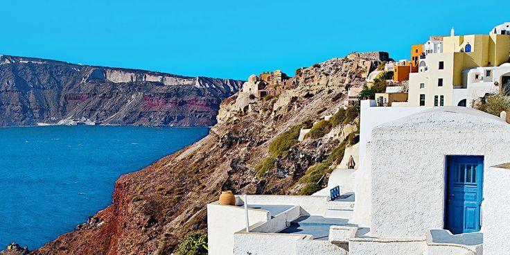 Pomysł na urlop – greckie wyspy. Planując najbliższy urlop warto wziąć pod uwagę nie tylko te zwyczajowo odwiedzane miejscowości w kraju, czy poza jego granicami. Wiele interesujących atrakcji i wspaniałych krajobrazów dostarczą nam te miejsca, które nie są jeszcze w tak dużym stopniu spopularyzowane wśród turystów. Szczególną uwagę należy tu zwrócić na greckie wyspy.