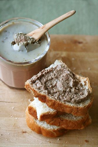 Chicken Liver Pâté - anyone who knows me, knows that a picnic with me isn't quite a picnic without some sort of pâté, but the chicken liver variety is virtually a staple.: