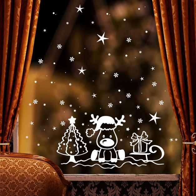 """**Fensterbild """"Kleiner Elch auf einem Schlitten""""** zur weihnachtlichen Dekoration in der **Farbe WEISS**  **Mit diesem Angebot erwerben Sie den Fensteraufkleber in der Größe:** 59 x 73 cm..."""