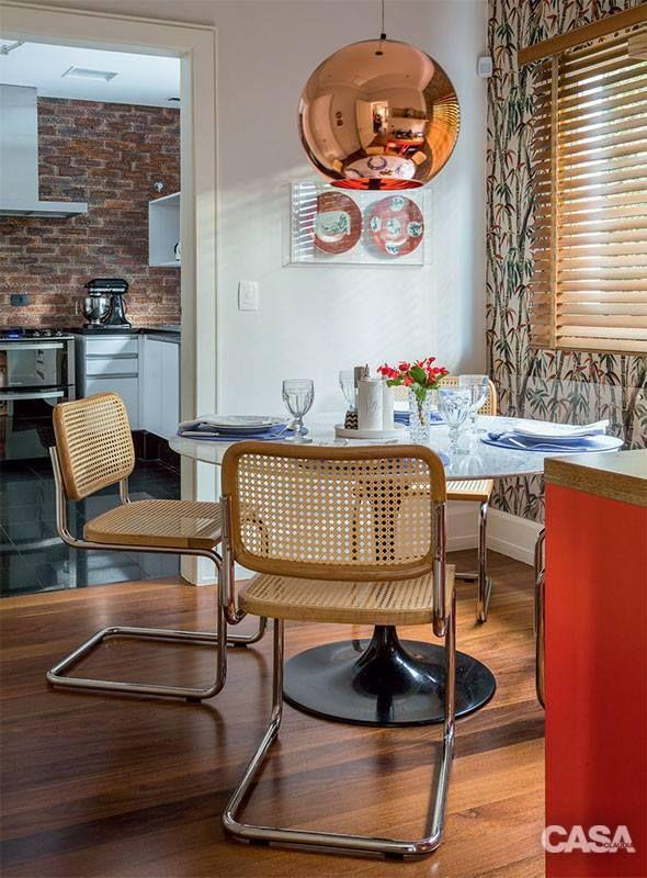 Cadeira Cesca - design de Marcel Breuer, desenho de 1928/31. É encontrada para venda em vários sites de móveis on line. O desenho é atemporal e de linhas delicadas. A palhinha é eterna em nossos corações, fazer o que?