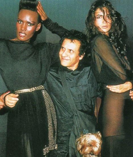 Аззедин Алайя со своими подругами-моделями