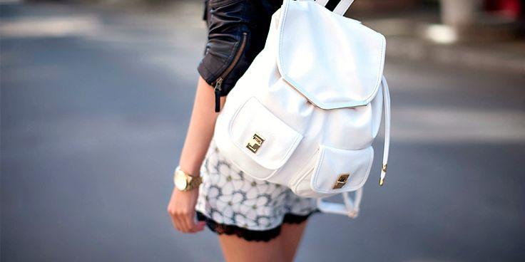 Outfits que se llevarán perfecto con tu mochila