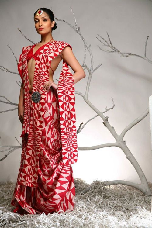 Found on My Saree Wardrobe.  Love, love, love the drape.