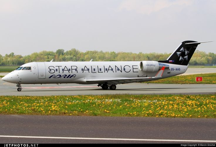 Canadair CL-600-2B19 Regional Jet CRJ-200LR, Adria Airways, S5-AAG, cn 7384, 48 passengers, first flight 2/2000, Adria delivered 29.3.2000. Active, for example 23.6.2016 flight Zurich - Ljubljana. Foto: Warsaw, Poland, 2.5.2016.