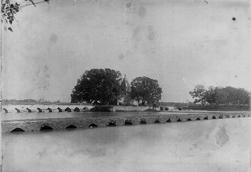 View of Grand Trunk Road outside Lahore by Daudpota, via Flickr