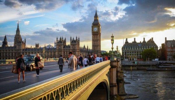 Londra. Una città magica da visitare Londra, città magica, capitale del Regno Unito, ricca di storia, misteri e moltissimi monumenti. Londra, città della regina d'Inghilterra, città dove risiede il governo. Per secoli ha sempre affascin #londra #vacanze