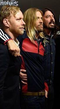 Nate Mendel  Taylor Hawkins Dave Grohl  Foo Fighters