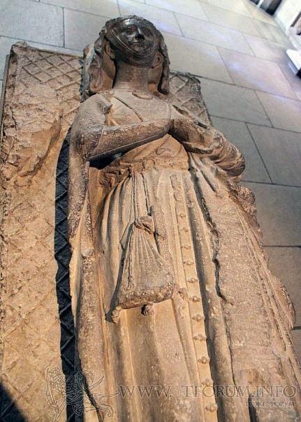 Маргарет Глостер, жена Робера II, барона де Небур, Нормандия, Франция, середина 13 века
