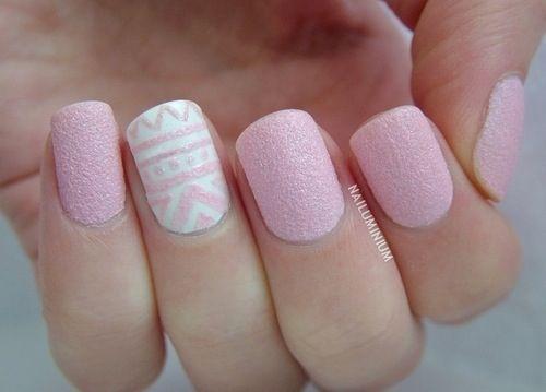 uñas cortas pintadas de rosado