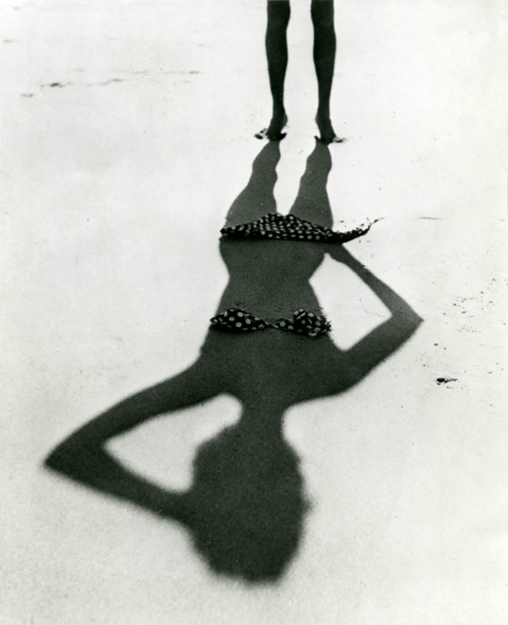what an elusive (and simultaneously suggestive) approach!   (thirlby tumblr: Silhouette,France 1950)