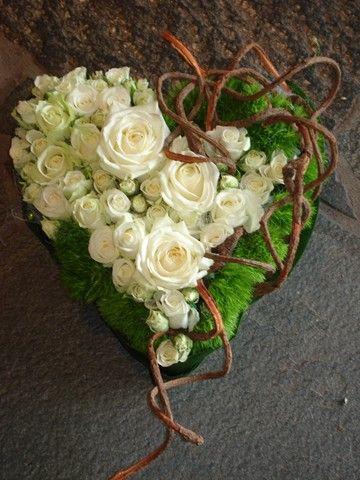 Een rouwwerk in de vorm van een hart.