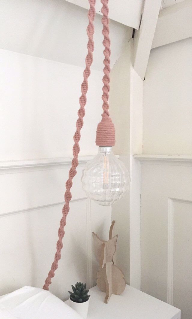 Hanglamp Macrame Lamp Slaapkamer Lamp Touw Lamp Industriele Lamp Babykamer Lamp Etsy Verlichting Babyfeestje Bohemi In 2020 Lamp Macrame Decor Baby Room Lamps