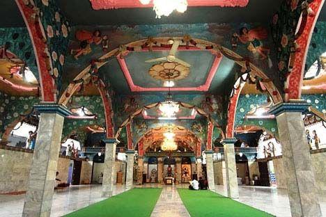 Ruang pemujaan kuil Shri Mariamman, Medan