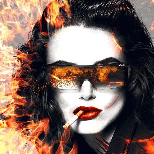 Анимация Девушка в очках с сигаретой во рту, объятая пламенем, гифка Девушка в очках с сигаретой во рту, объятая пламенем