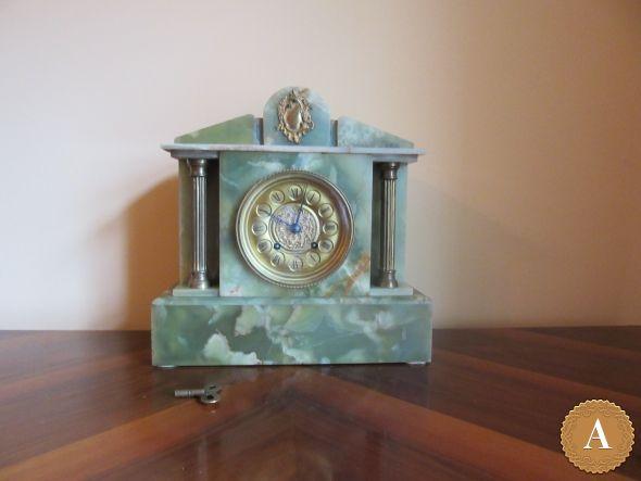 Часы каминные в ониксе
