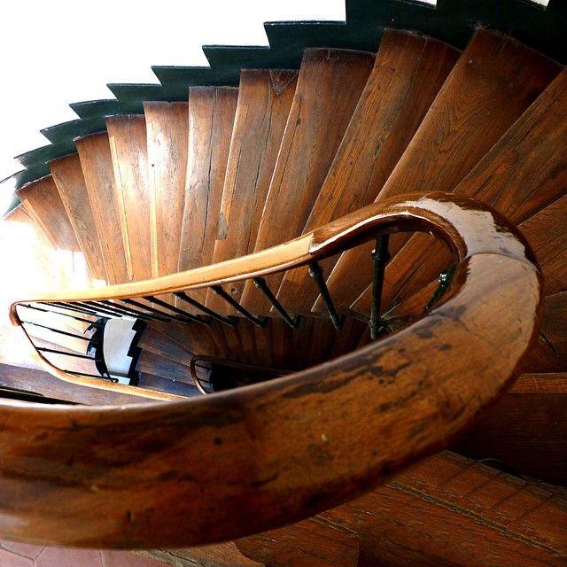contoh tangga bentuk elips