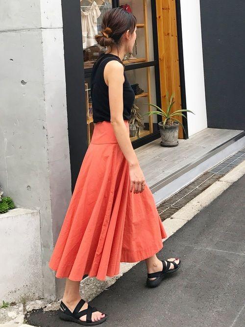 今日も上下UNIQLOの プチプラコーデ😚 くすみオレンジのスカートは お気に入り💕