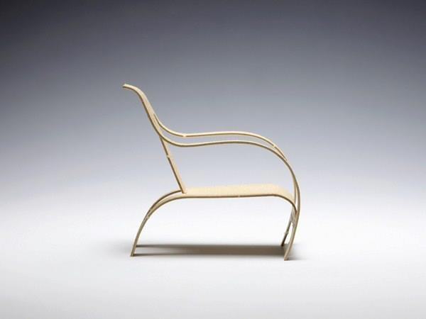 La silla de madera curvada de Summers, diseñada en 1934 y formada por una sola plancha de madera, sirvió de inspiración y modelo, para la nueva etiqueta de la tienda de mobiliario Bentply, en el Reino Unido. El diseño es de Richard C. Evans