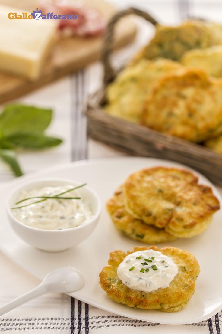 I #pancakes salati alle erbe (savory herb pancakes) sono una #ricetta originale da preparare per un sostanzioso brunch. #Thanksgivingday #thanksgiving http://speciali.giallozafferano.it/buon-appetito-america