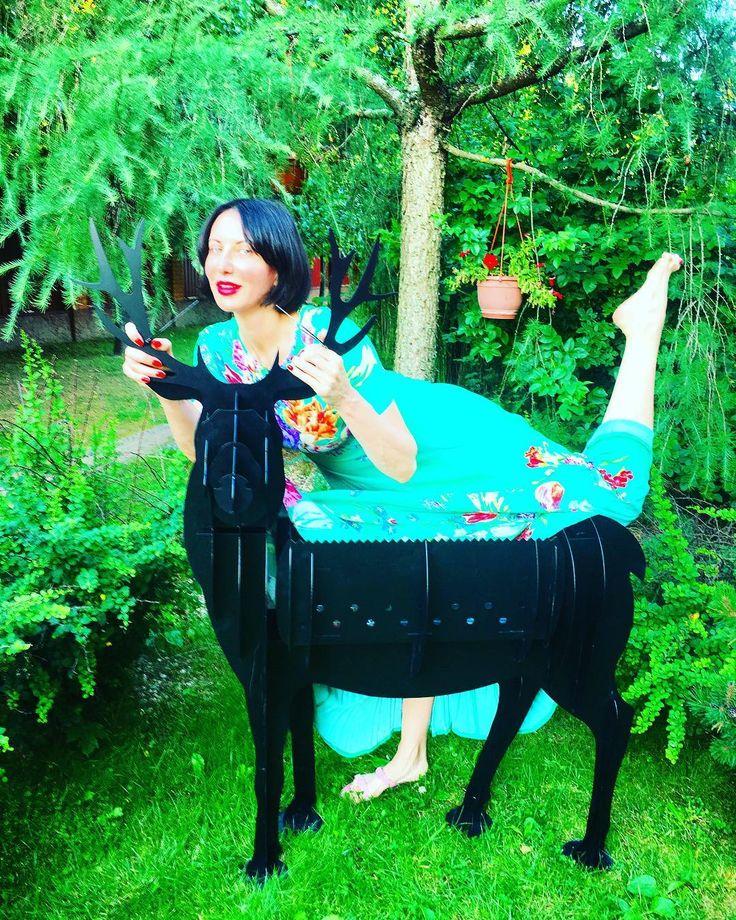 Алика Смехова, советская и российская актриса, эстрадная певица, телеведущая, заслуженная артистка России, (@alika_smekhova) в Instagram: «Говорят, чудес на свете нет, И дождями смыт оленя след. Только знаю, он ко мне придёт»