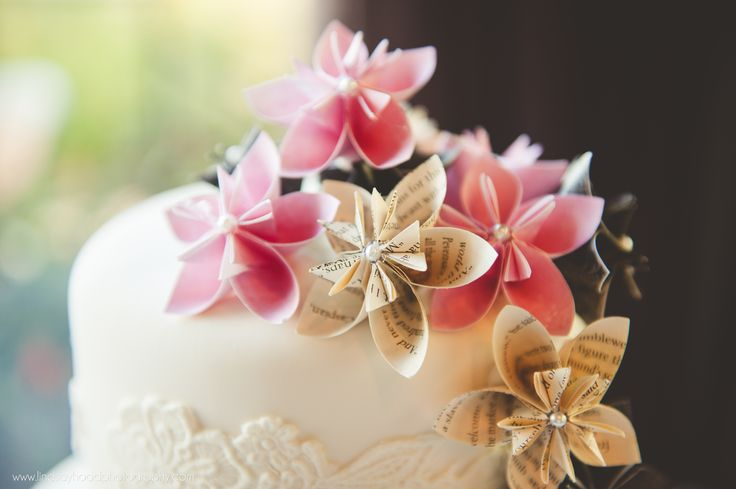 Literary wedding cake with paper flowers