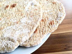 finskt kornbröd. Ett slags tunnbröd som heter RIESKA på finska och smakar verkligen helt fantastiskt! När smöret dryper på det, men det är lika gott när det svalnat. RECEPT FINSKT KORNBRÖD/RIESKA 5 dl vatten 1/2 tsk jäst 2 tsk salt 1 dl mjöl