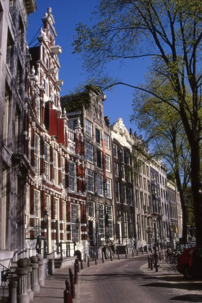 The Bartolotti House located at the Herengracht 170-172 in Amsterdam. The house was built around 1617 for Willem van den Heuvel tot Beichlingen, one of the most wealthiest citizens of Amsterdam around that time. #amsterdam #historicsites