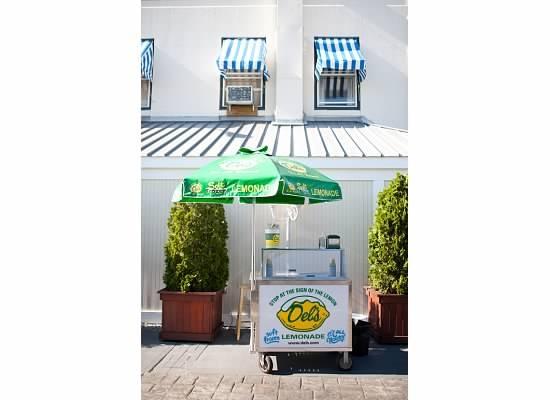Del's Lemonade Stand @ Wedding :)
