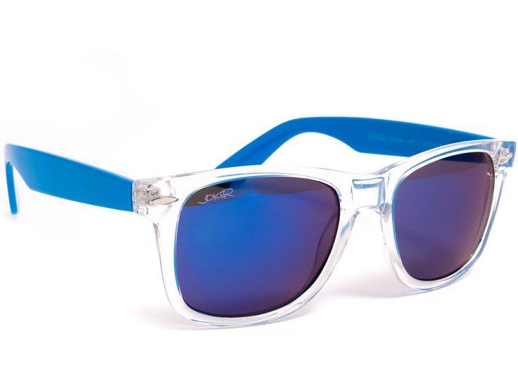 Okulary przeciwsłoneczne z niebieską lustrzaną soczewką.