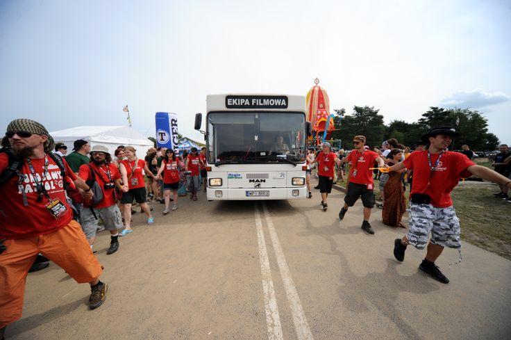 Pokojowy Patrol zajmuje się również eskortowaniem pojazdów straży pożarnej, ekip filmowych i innych dużych pojazdów na terenie woodstockowego pola, z uwagi na bezpieczeństwo publiczności. Fot. Arek Drygas