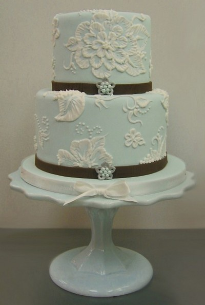 Brush embroidery on a cake!