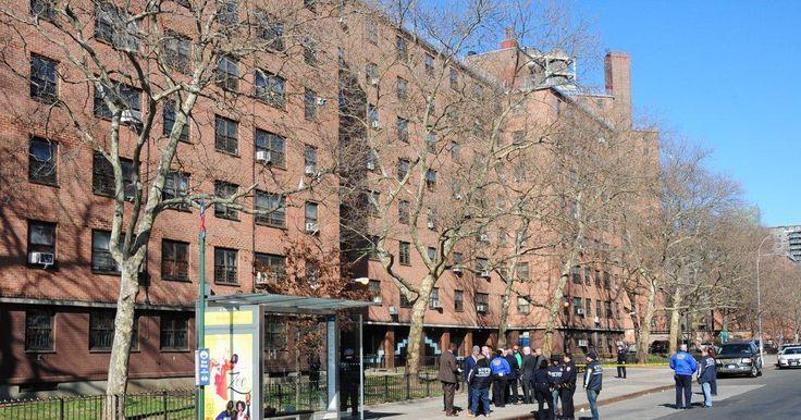 Man fatally shot after argument outside Bronx housing project #Cronaca #iNewsPhoto