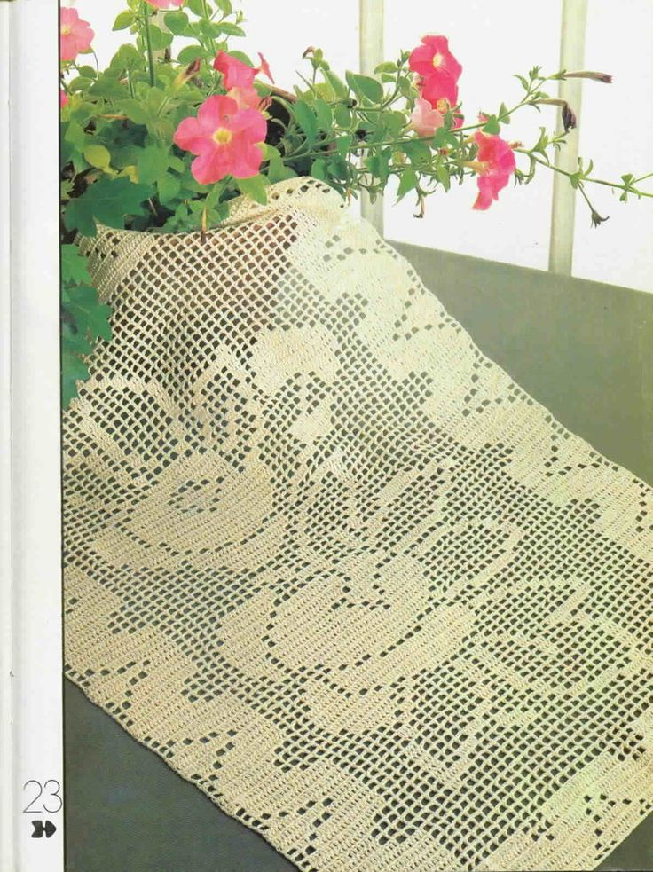 twin roses tablecloth, crochet pattern