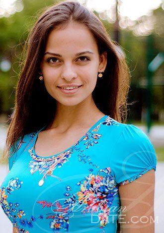 ArabianDate yurt dışından romantik ve sevecen kadınlar ile heyecanlı bir arkadaşlık sunuyor.