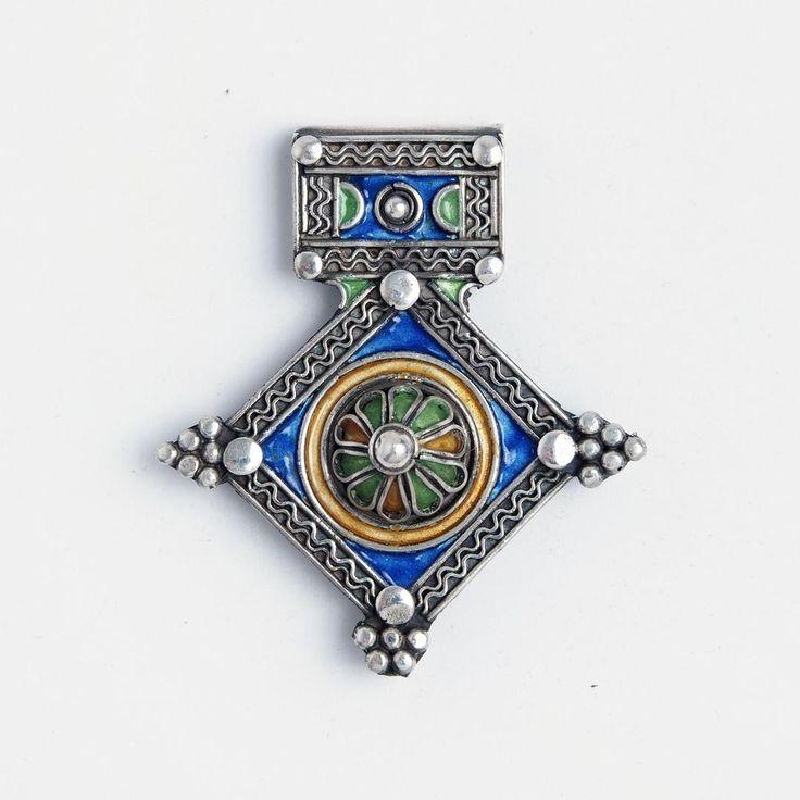 Amuletă unicat cruce de Goulimine, argint și email, Maroc #metaphora #morocco #silverjewelry #silverjewellery #pendant #amulet #enamel