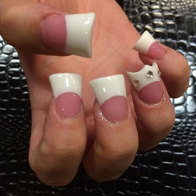 Pin for Later: You'll Either Be Mesmerized or Horrified by Duck Feet Nails
