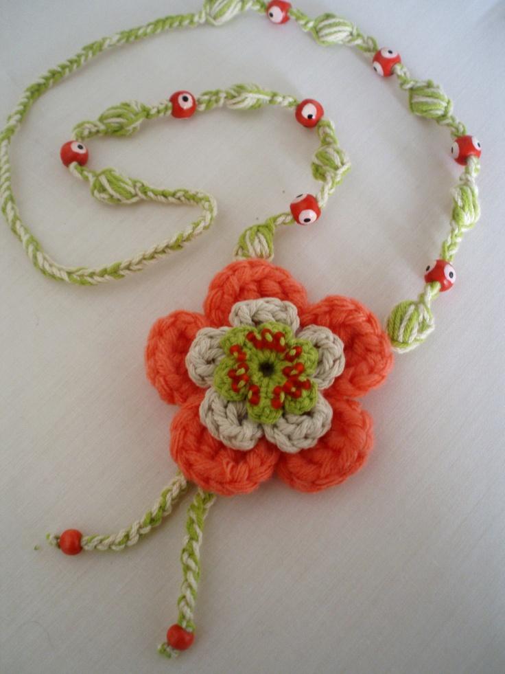 #collar realizado en #crochet con suave coral.Diseño original de DIDIcrochet Venta,€ 12  http://DIDIcrochet.dawanda.com