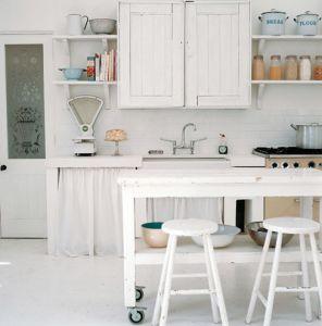 北欧のコテージ風キッチン  ★まとめサイトのだから使えない   北欧カントリーキッチン実例画像
