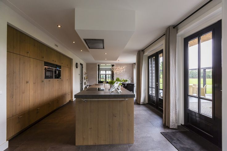 Landhuis met houten keuken