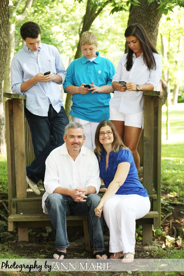 "Fun family photo, texting! (Justin texting...shawn/rachael doing ""something"" together...)"