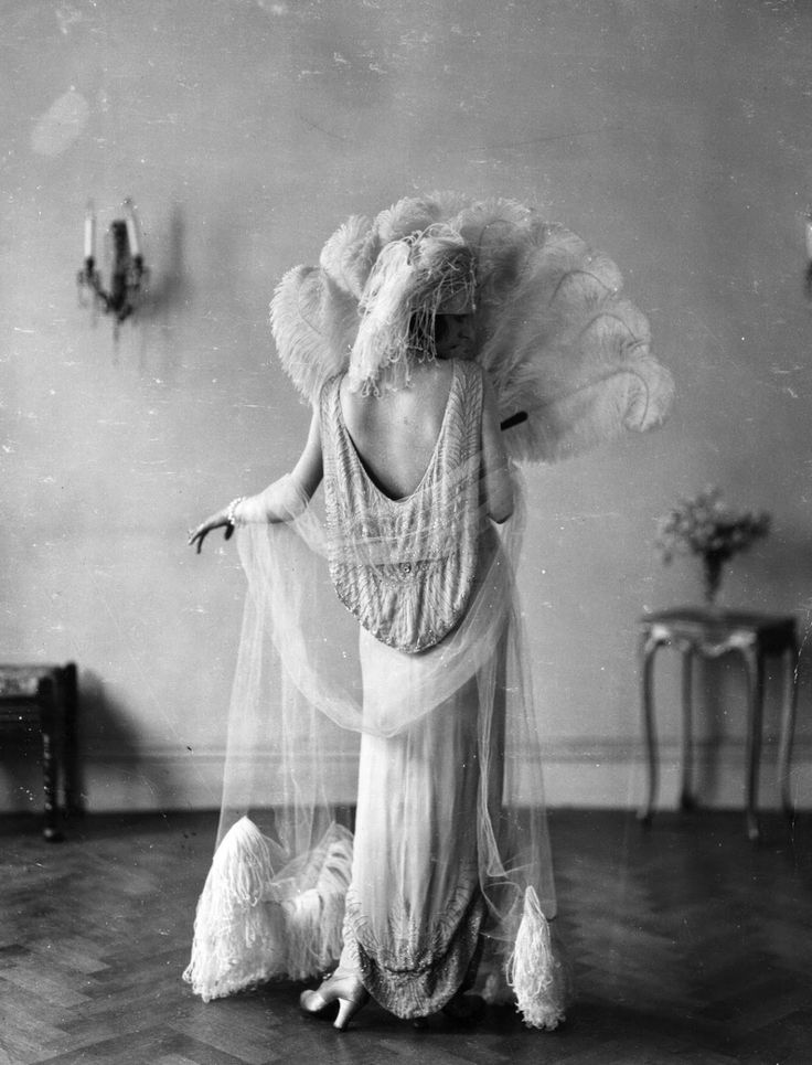 The most stunning thing you will notice about 1920s fashion is the shape of the silhouette. It is strikingly straight and flat. While most f...