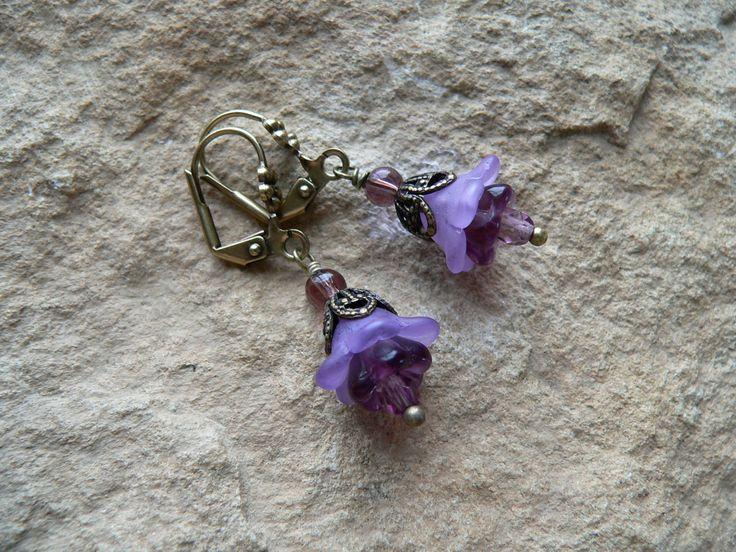 Ohrringe * grazile Blüten * viktorianische Lady, Frühlingsblüten, Elfen, Feen, lila violett, messing antik, romatisch, verträumt, vintage von Elbenfunkelschmiede auf Etsy