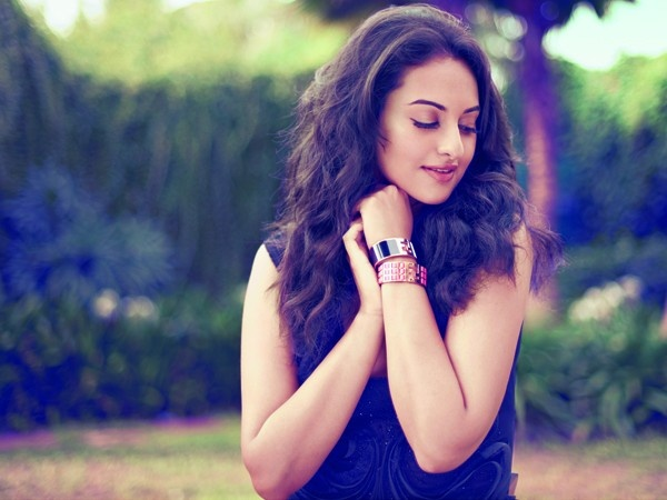 """Salman Khan treats me like a co-star"" - Sonakshi Sinha"
