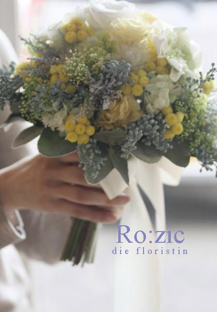 花嫁さまにお持ちいただいたイメージ写真(造花ブーケ)をもとに制作したブーケミモザを思わせる黄色の小花が愛らしい淡くソフトなグリーンやシルバーグレーの素材の...