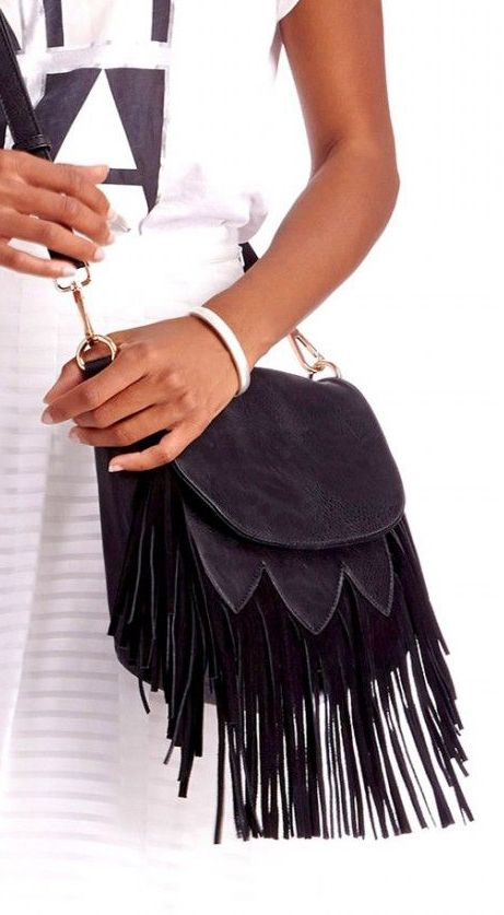 This is cool.  Wonder if the fringe would get annoying.... but I love crossbody bags.