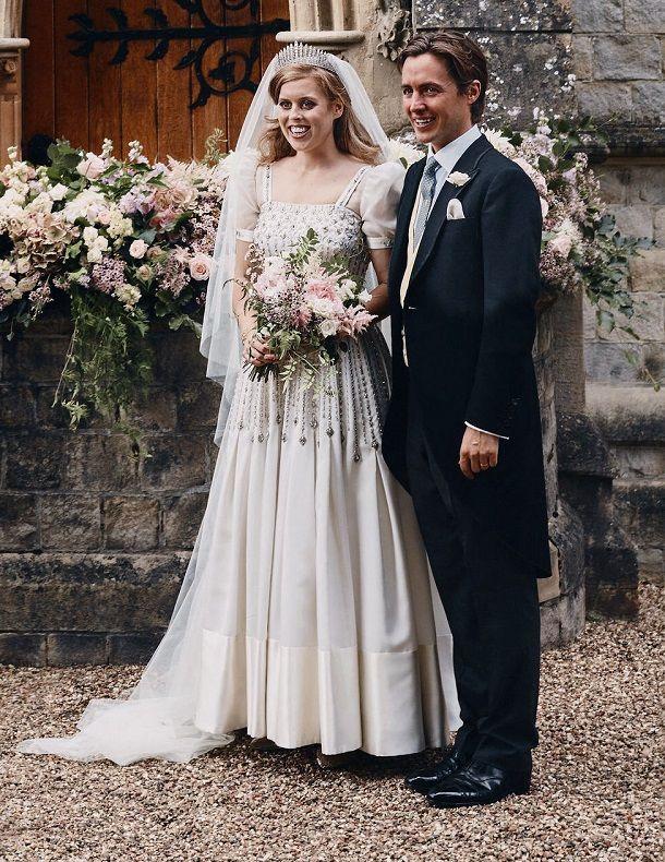 Die Besondere Geschichte Hinter Ihrem Brautkleid Konigliche Hochzeitskleider Prinzessin Beatrice Hochzeitskleider Vintage
